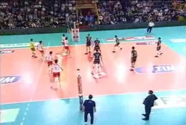 Jouer au volley-ball au pied
